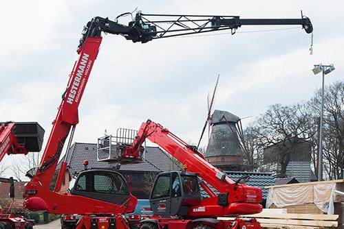 Zimmererarbeiten, Bauklempnerei, Eindecken des Daches, Verzierung, Reparaturarbeiten, Dachausbau, Gauben, Loggien, Holzrahmenbau, aus Eystrup bei Nienburg.